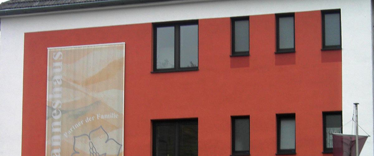 Außenfassaden von Mehrfamilienhäusern