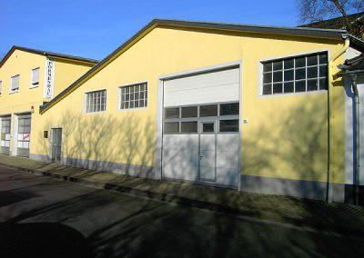 Fassade eines Gewerbebetriebs