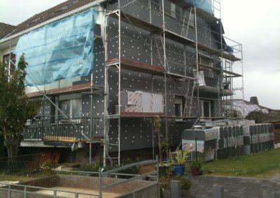 Hausfassade Seitenansicht (Montage der Wärmedämmung)
