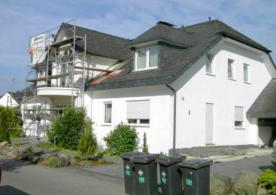 Hausfassade Straßenansicht (nachher mit Lotosanbeschichtung)