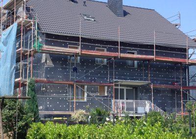 Hausfassade Seitenansicht (Montage der Wärmedämmplatten)