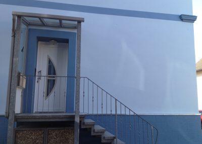 Hausfassade Eingangsbereich (nachher)